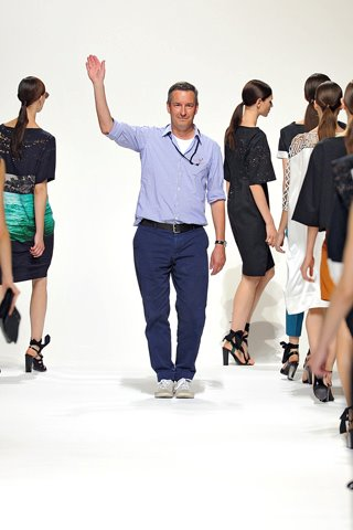 images/cast/10150298666777035=my job on fabric x=dries van noten Spring 2012 show paris